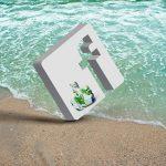 Facebook Icon in weiß auf einem Strand
